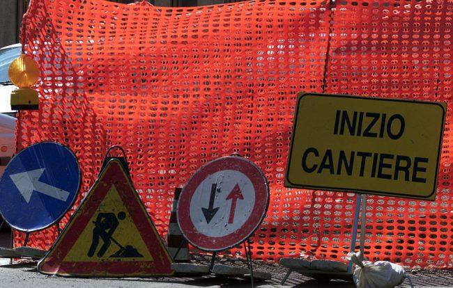 Via Cavallotti, passi carrai chiusi per consentire i lavori