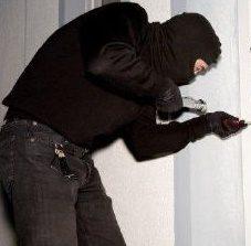I ladri adesso rubano anche le mascherine