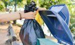 In tre gettano i rifiuti di casa nei cestini: multati