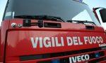 Tetto in fiamme a Cuggiono, intervengono i pompieri