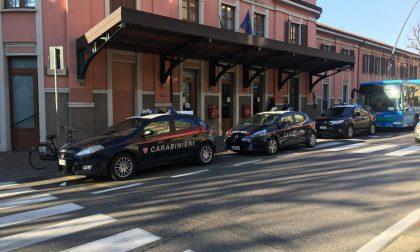 Rapina in pieno giorno in stazione a Saronno: arrestato un 20enne, si cerca il complice
