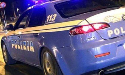 Nei cassonetti dei vestiti usati nascondeva la droga per lo spaccio, arrestato