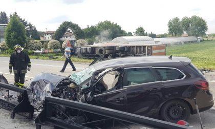 Violento frontale auto – camion  in Varesina arriva l'elisoccorso FOTO