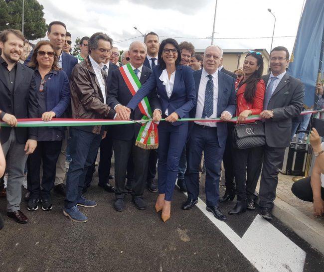 Sottopasso ferroviario, onorevoli e vertici della Regione all&#8217&#x3B;inaugurazione a Venegono VIDEO