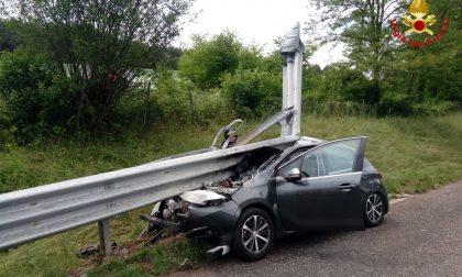 Incidente stradale in A26, auto contro barriere laterali FOTO