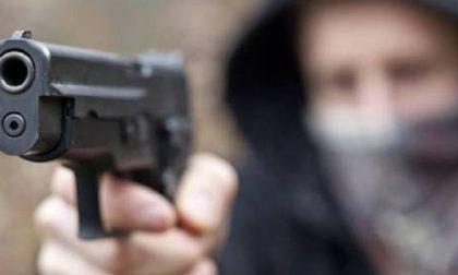 Rapina in farmacia con la pistola a San Vittore Olona, poi fuga col bottino