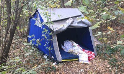Monta la tenda nei giardinetti dei bambini a Rescaldina