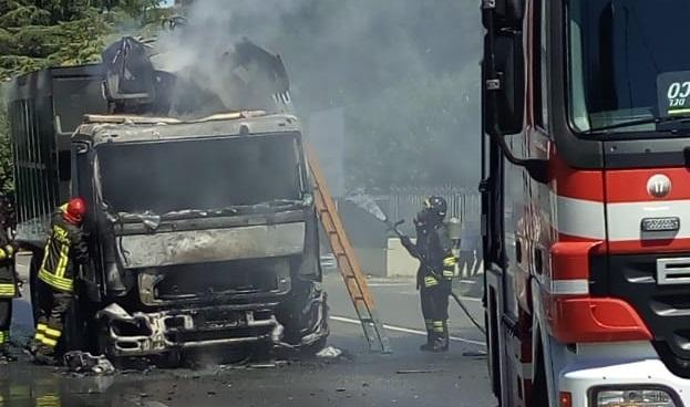 Camion in fiamme, Sempione ancora chiuso