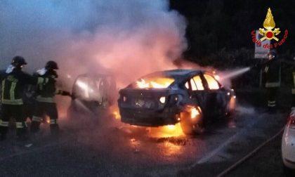 Autovetture a fuoco a Castelveccana FOTO