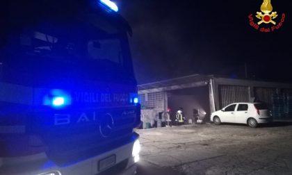 A fuoco magazzino a Sesto Calende