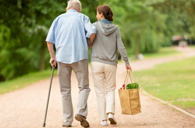 Ruba gioielli a 90enne: denunciata badante