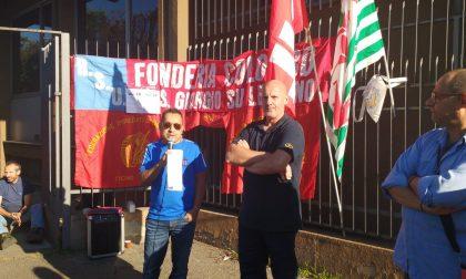 Presidio fuori dalla Fonderia Getti Speciali Colombo di San Giorgio su Legnano