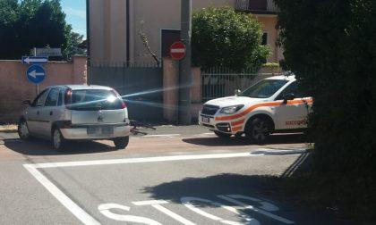 Auto travolge due ciclisti, paura a Busto Garolfo FOTO