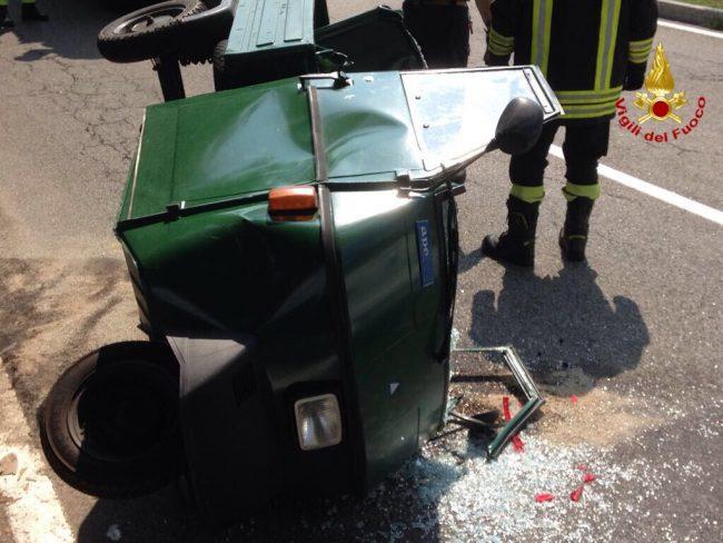 Incidente stradale a Porto Valtravaglia, 64enne intrappolato nell&#8217&#x3B;abitacolo FOTO