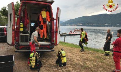Uomo cade in acqua, ricerche in corso FOTO