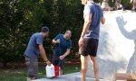Monumento vandalizzato, alpini al lavoro per ripulirlo