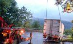 Autocarro si blocca sulla provinciale a Grantola, chiusa la strada FOTO