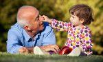 Bonus baby sitter anche ai nonni e ai parenti non conviventi