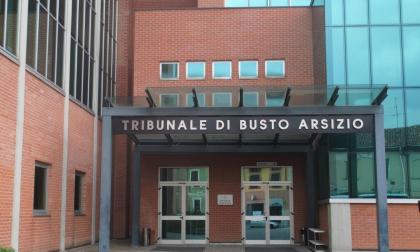 """Caos in Tribunale a Busto, si denuda e dà di matto: """"Voglio un nuovo avvocato"""""""