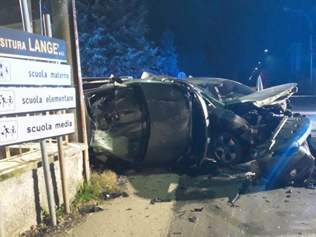 Incidente stradale a Robecchetto: un&#8217&#x3B;auto si ribalta