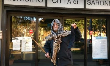 La Befana-Silighini porta il carbone al sindaco Fagioli