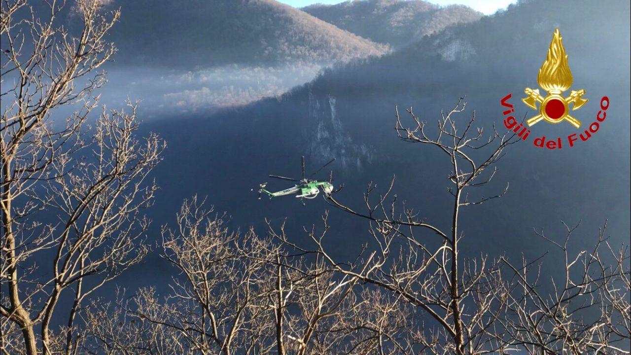 Incendio Monte Chiusarella, evacuato l