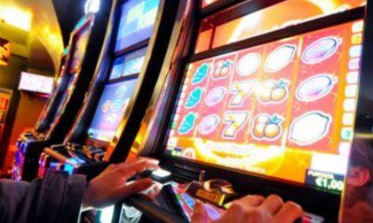 """Distribuite a Saronno 800 copie della """"Guida sui rischi del gioco d'azzardo"""""""