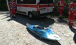 Si ribaltano con la canoa e rischiano di annegare, salvati FOTO