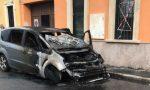 Auto in fiamme a Parabiago, arrivano i pompieri