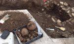Dagli scavi per i lavori pubblici spunta una tomba romana
