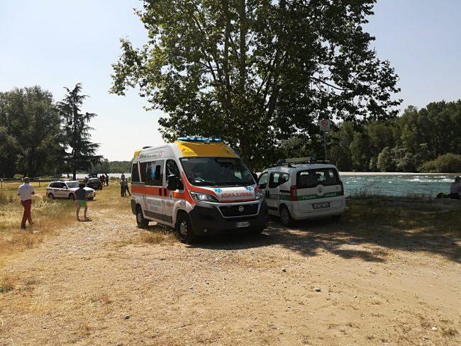 Cane rischia di affogare: arriva l'elisoccorso sul Ticino – LE FOTO