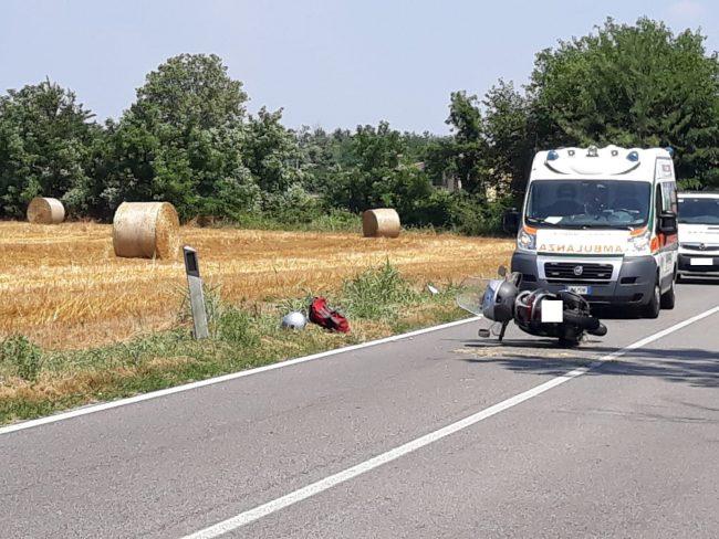 Cade in moto per evitare incidente: 45enne in ospedale – LE FOTO