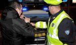 Ubriaco senza assicurazione e con la droga nel cruscotto: 43enne nei guai