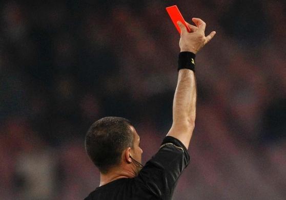 Testata all'arbitro, calciatore squalificato per tre anni