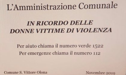 Opposizione dona targhe per le panchine rosse al sindaco