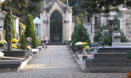 Stop ai furti di fiori al cimitero, arrivano le telecamere a Tradate