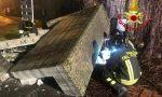 Camion contro un muro a Caronno Pertusella causa una fuga di gas, poi fugge