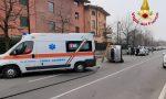 Auto ribaltata in via Manzoni a Caronno Pertusella