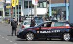 Forzano il posto di blocco, speronano i carabinieri e poi si schiantano: inseguimento a Cogliate