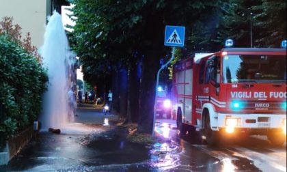 Salta idrante in via Marconi, sul posto i pompieri
