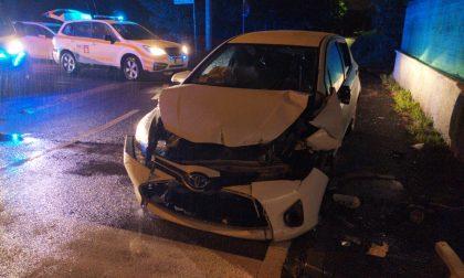 Auto contro ostacolo a Olgiate, tre giovani feriti FOTO