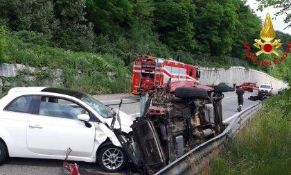 Tremendo incidente in via Peschiera a Varese, sette feriti FOTO