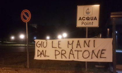 """""""Giù le mani dal Pratone"""": tre liste e uno striscione contro le nuove cucine"""
