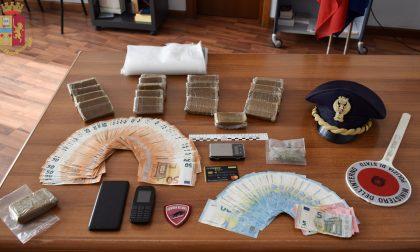 Due chili di hashish in casa e 5mila euro in contanti: gambiano arrestato