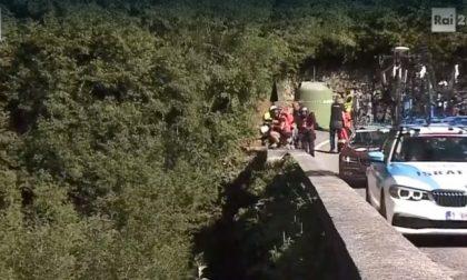 Incidente al Giro di Lombardia: Evenepoel cade in un burrone al ponte di Nesso