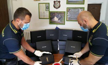 Importa dalla Svizzera 20 borse da 20mila euro per rivenderle in Italia: fermato dai finanzieri