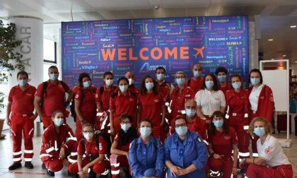 Volontari della Cri di Saronno a bordo dell'Azzurra per l'assistenza ai migranti in quarantena