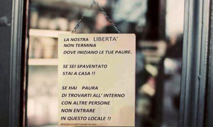 """Bar del Milanese appende cartello contro i """"covidioti"""": """"Se hai paura, non entrare"""""""