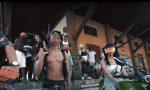 Video shock con mitragliatori e machete, 10 indagati e un arresto, perquisizioni anche a Varese VIDEO