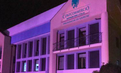Ottobre rosa contro il tumore al seno: anche la sede di Ascom Varese s'illumina